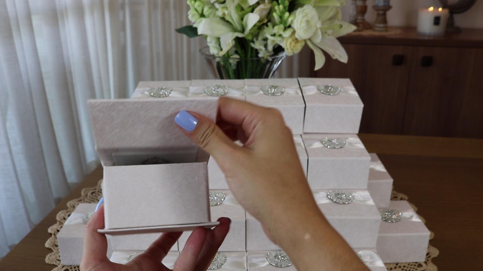 6778590ab4f Lembrancinha de casamento – Caixinha com fecho magnético